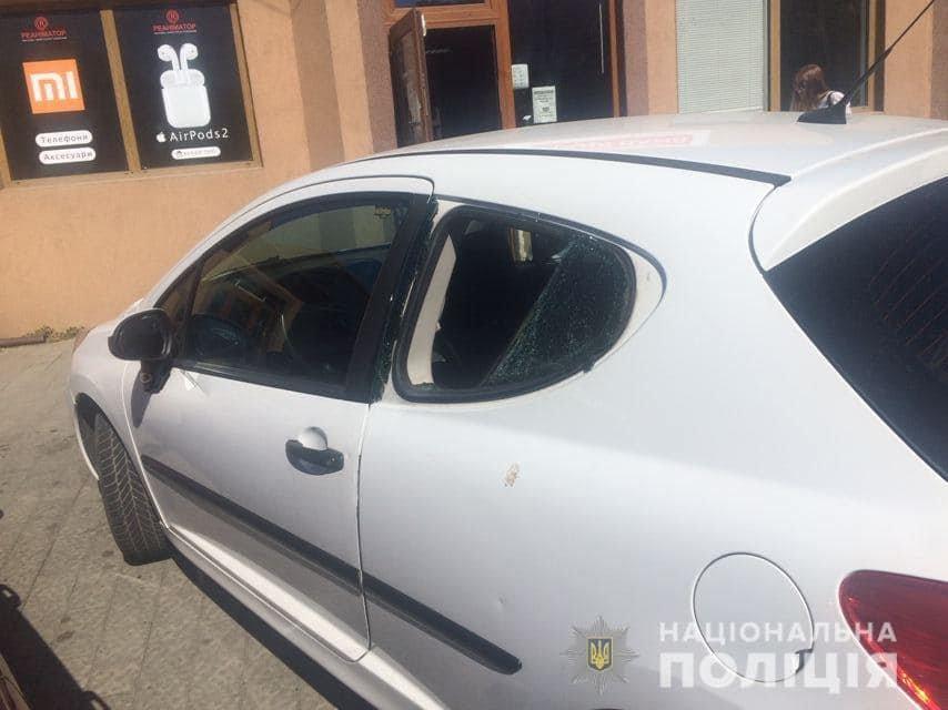 Офіційно: чоловік, який стрибав по автівках в Ужгороді був тверезим (ФОТО), фото-1