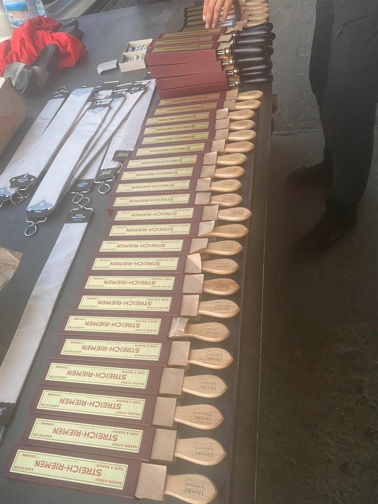 На Закарпатті митники виявили в українки контрабанду імпортних чоловічих бритв (ФОТО), фото-2
