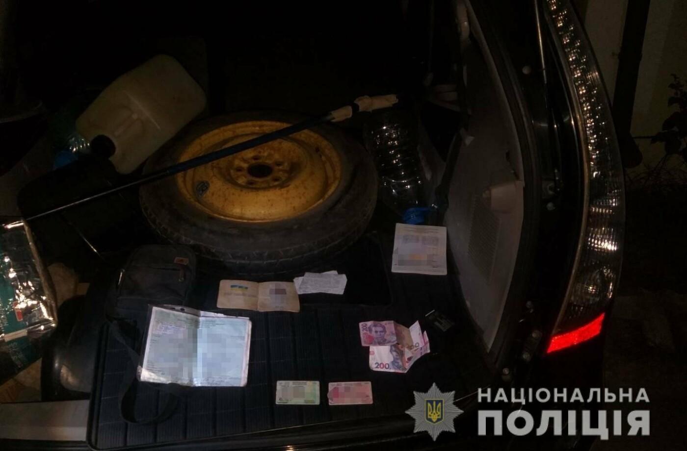 Четверо нападників побили жителя м. Берегово, пограбували й пошкодили його автівку (ФОТО), фото-1