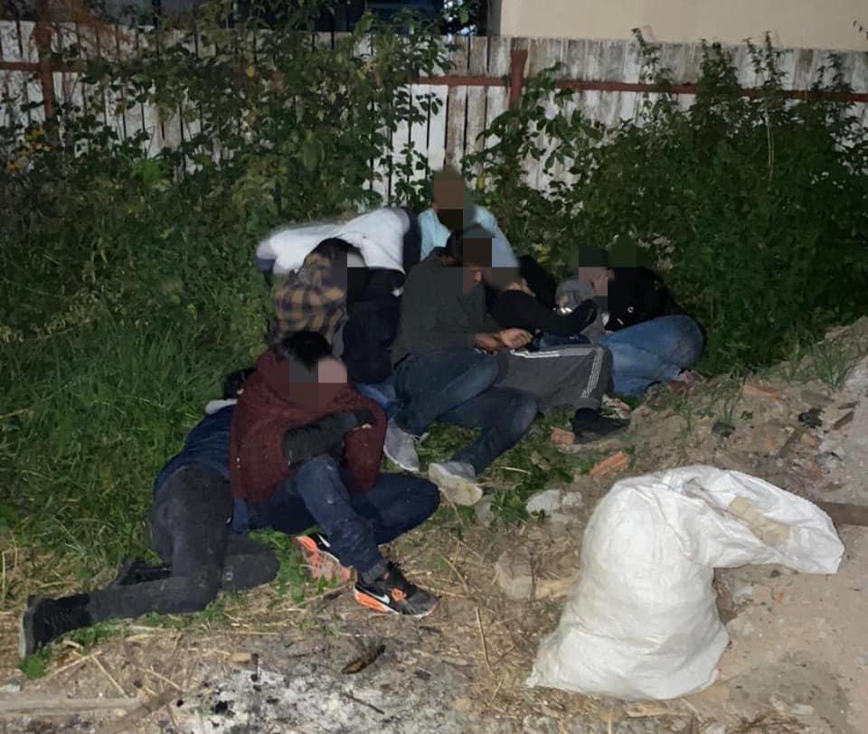 Закарпатська поліція завадила спробі 8 іноземцям перетнути кордон (ФОТО), фото-1