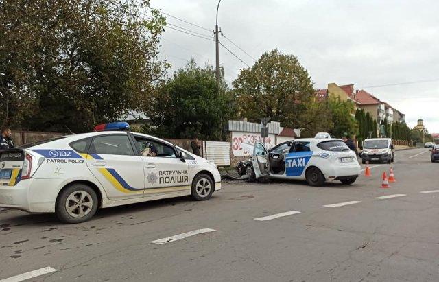 Аварія в Ужгороді: зіткнулися Renault та Ford Mondeo (ФОТО), фото-3