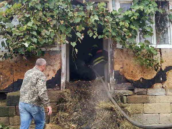Чергова пожежа: на Закарпатті загорівся дерев'яний будинок (ФОТО), фото-1