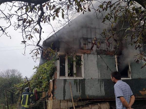 Чергова пожежа: на Закарпатті загорівся дерев'яний будинок (ФОТО), фото-2