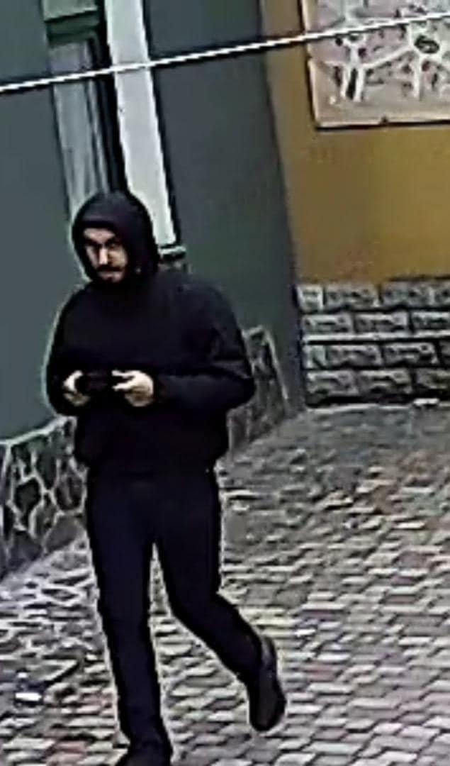 З'явилось відео нападу на активіста в Ужгороді. Причетних розшукують, фото-3