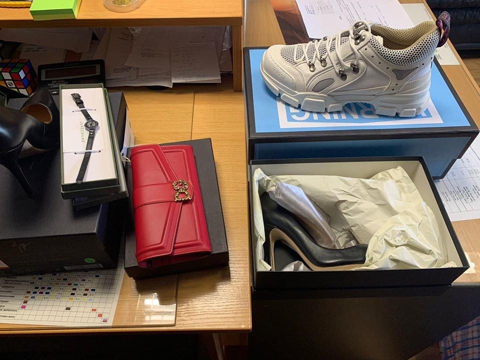 """Кросівки за 40 тис грн: на КПП """"Тиса"""" вилучили брендові речі (ФОТО), фото-1"""