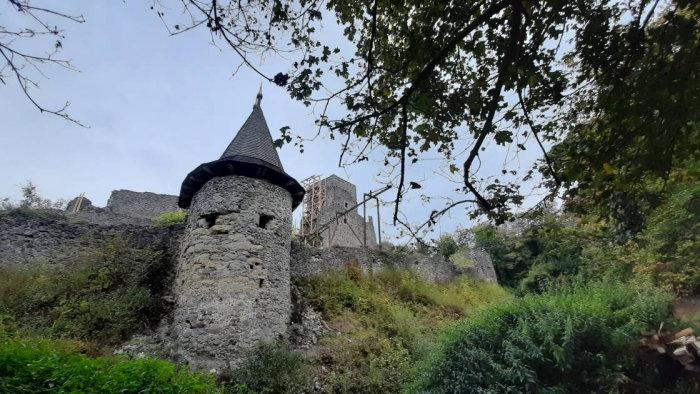 У Невицькому замку на Ужгородщині відкопали досі невідомий підвал (ФОТО), фото-1