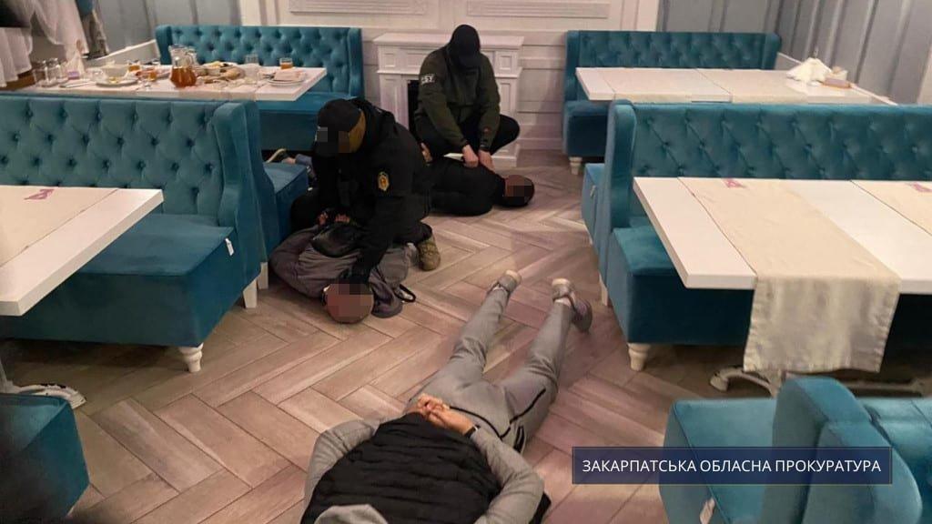 Роздавали по 1000 грн за голос: Підозрюваним у підкупі виборців на Закарпатті обрали запобіжні заходи, фото-1
