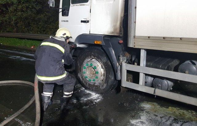 На Закарпатті на ходу загорілась вантажівка (ФОТО), фото-1