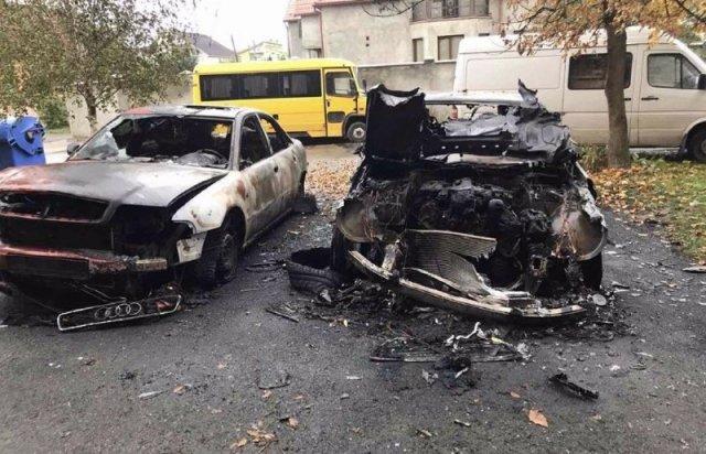 Вогонь перекинувся на інші машини: на Закарпатті згоріли три автівки (ФОТО), фото-2
