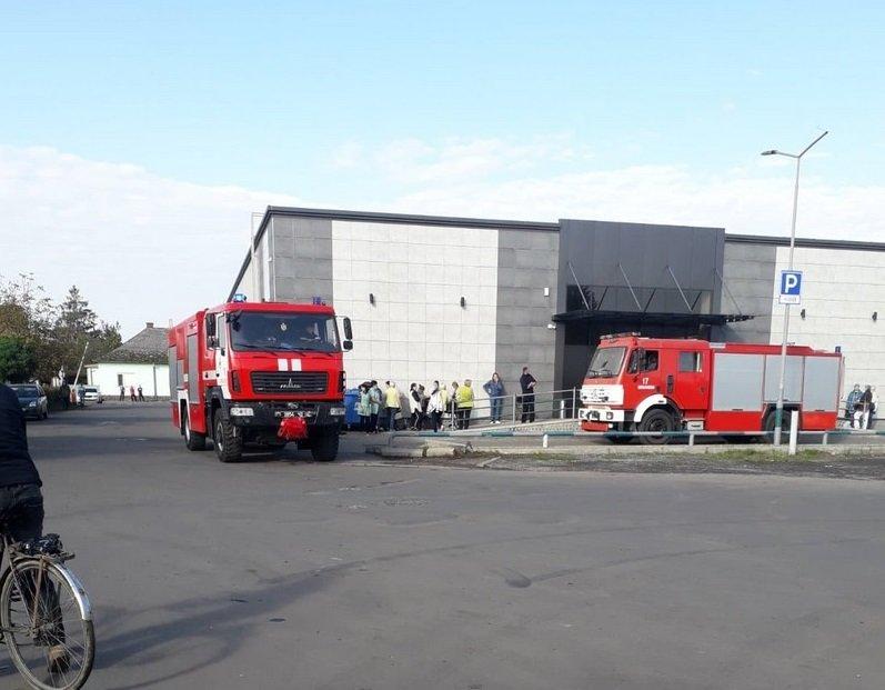 Черговий підпал? В Мукачеві знову горить супермаркет (ФОТО), фото-1