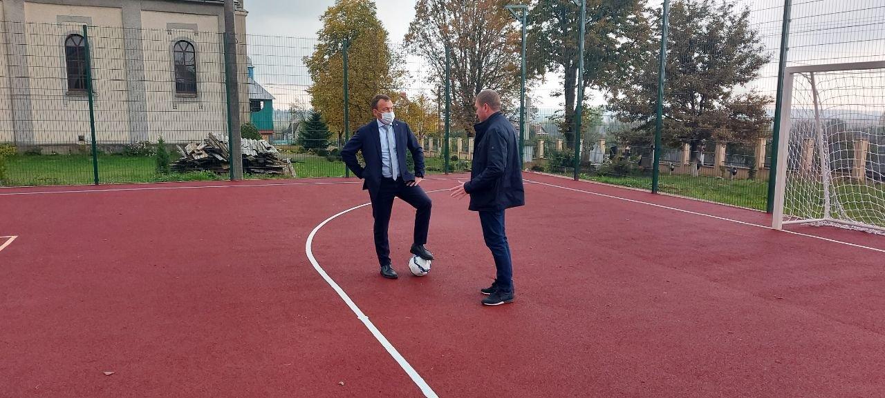 На Ужгородщині відкрили сучасний спортивний майданчик, фото-1