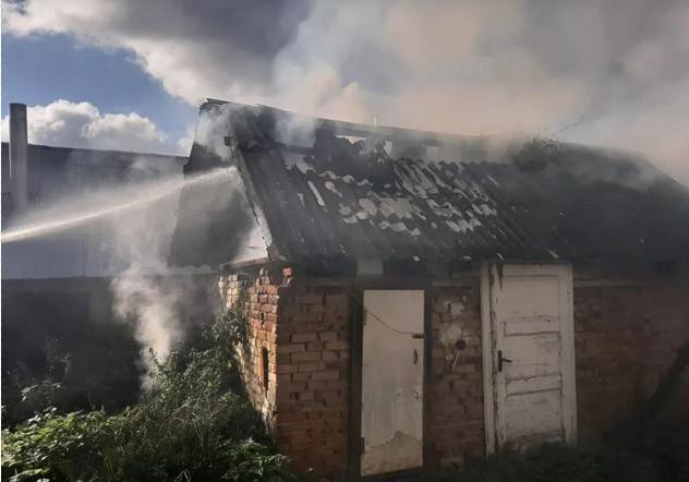 На Виноградівщині спалахнула пожежа: вогнеборці врятували будинок пенсіонерки, фото-3