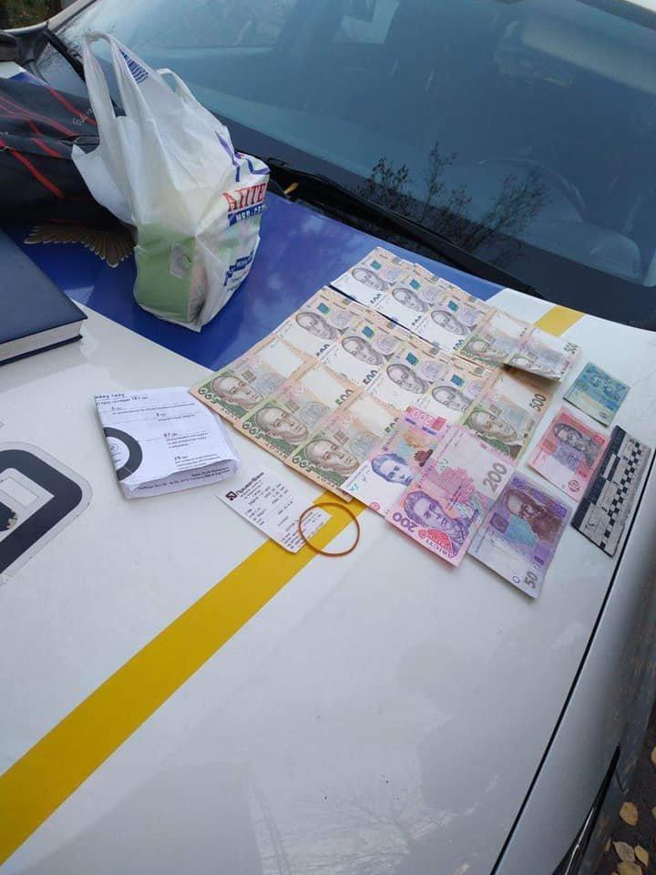 В Ужгороді патрульні у свій вихідний затримали злочинця, який викрав у пенсіонера гроші (ФОТО), фото-3