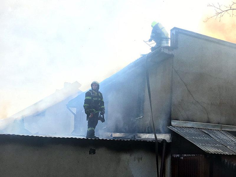 На Закарпатті горів двоповерховий житловий будинок, ліквідовували пожежу майже 2 години (ФОТО), фото-3