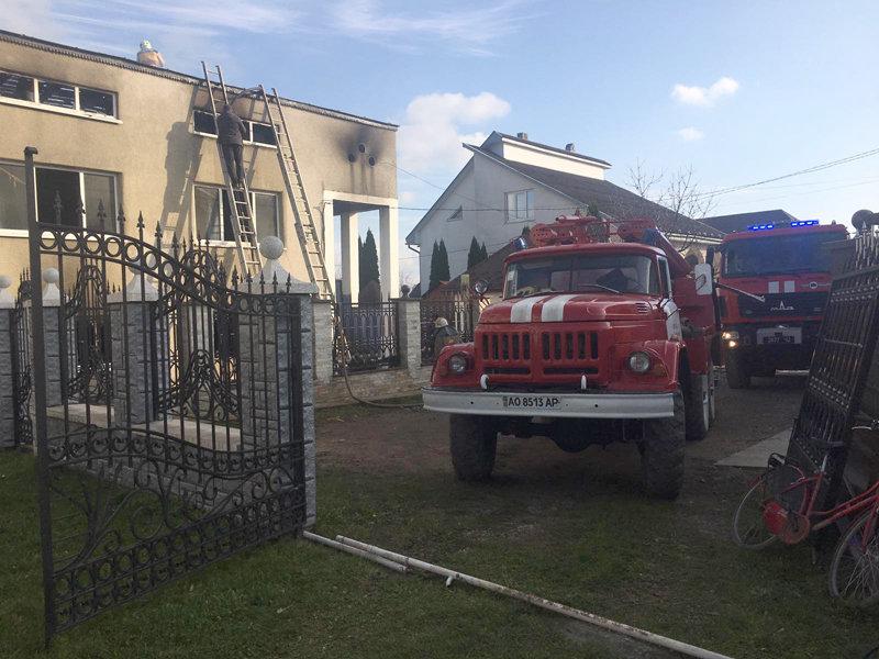 На Закарпатті горів двоповерховий житловий будинок, ліквідовували пожежу майже 2 години (ФОТО), фото-2