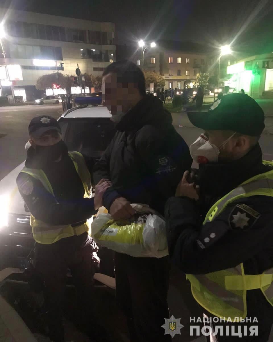 Жорстокий грабіж в центрі Ужгорода: правоохоронці затримали нападника (ФОТО), фото-1