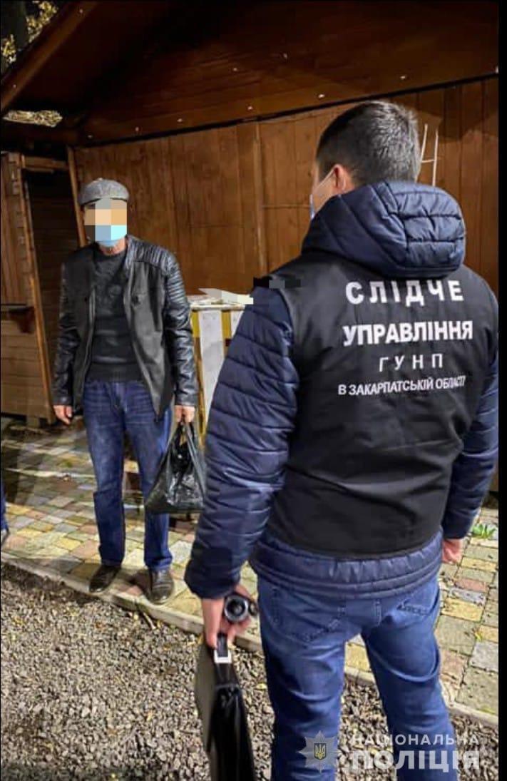Офіційно: в Ужгороді правоохоронці затримали чоловіка за підкуп виборців (ФОТО), фото-2