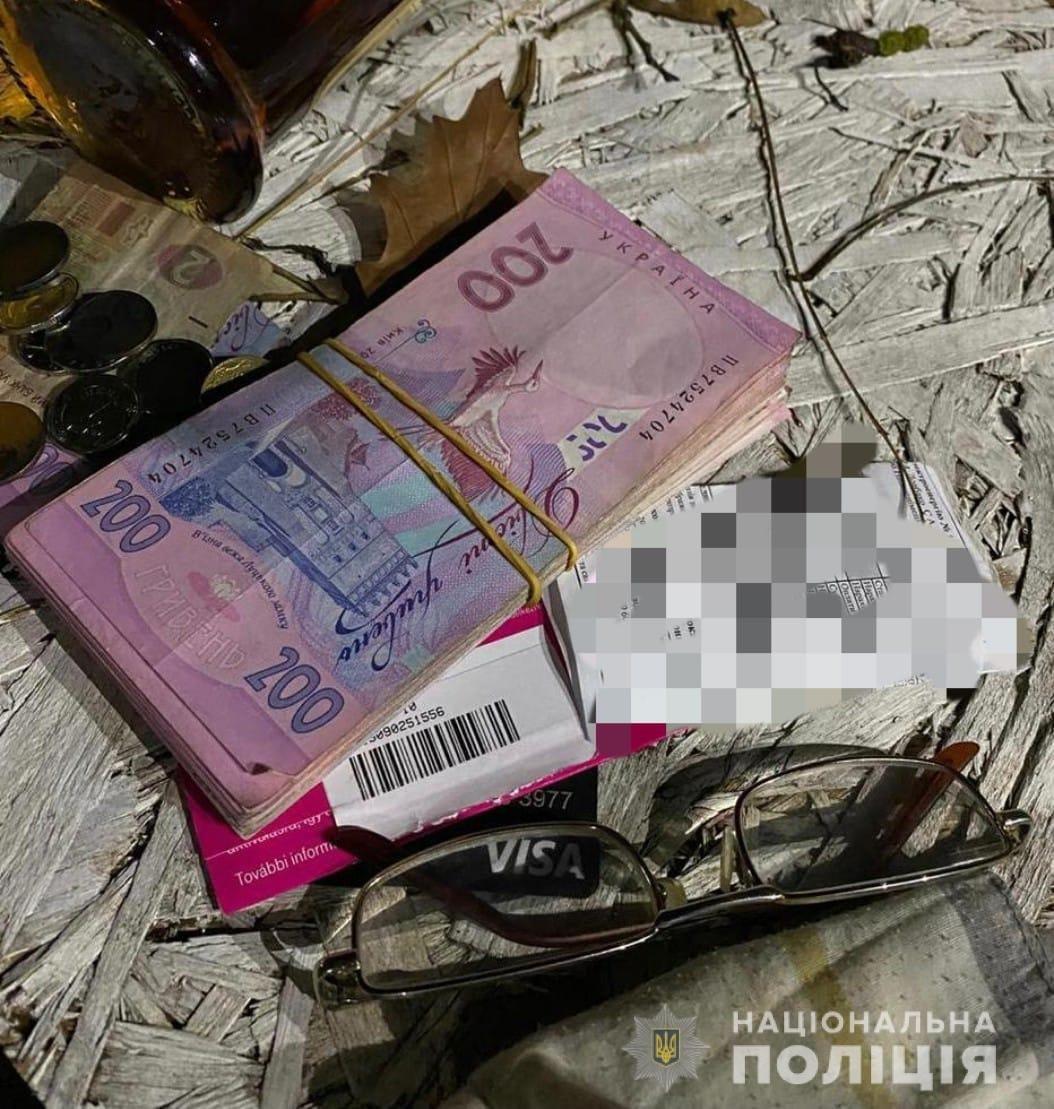 Офіційно: в Ужгороді правоохоронці затримали чоловіка за підкуп виборців (ФОТО), фото-3