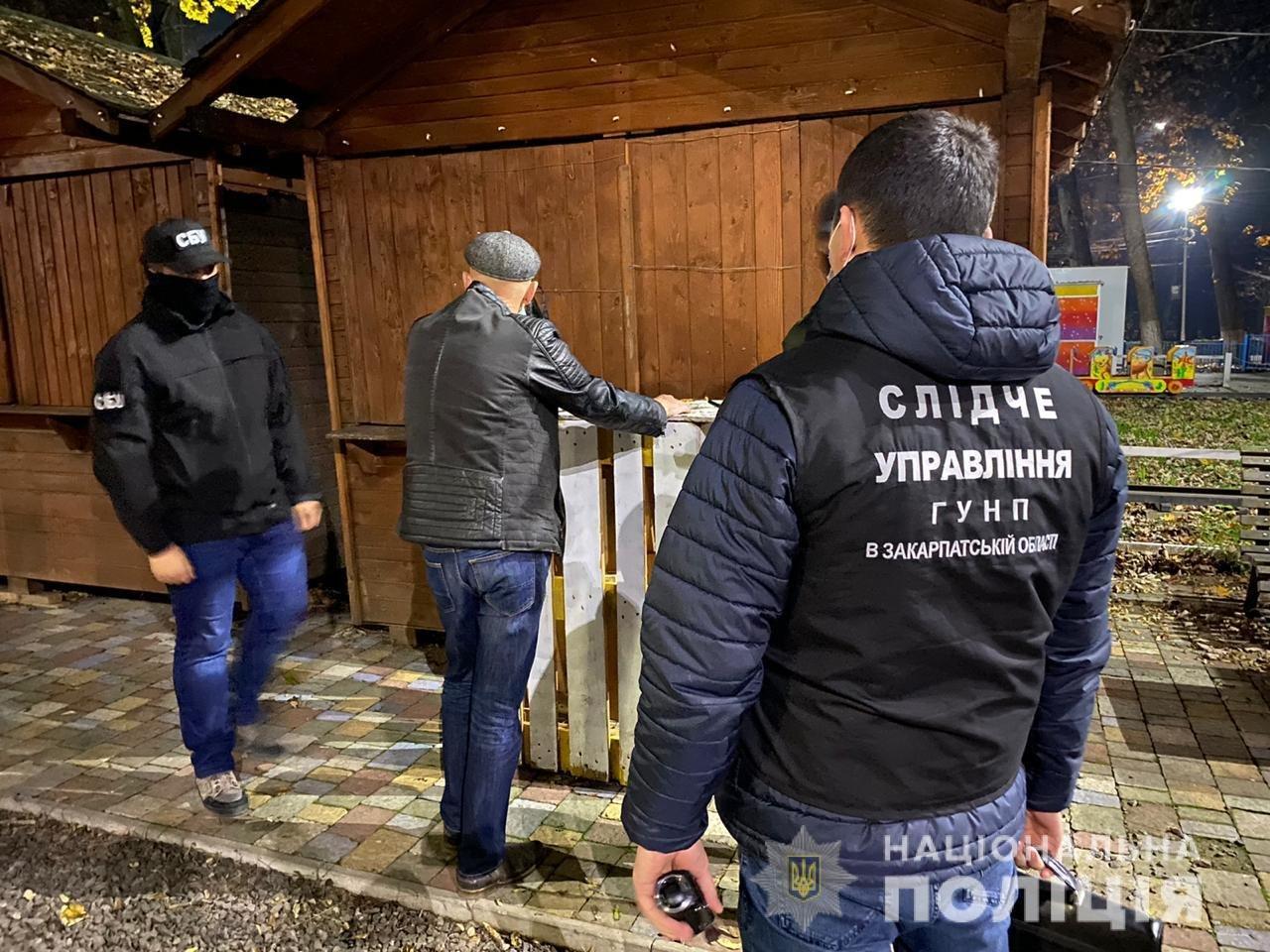 Офіційно: в Ужгороді правоохоронці затримали чоловіка за підкуп виборців (ФОТО), фото-1