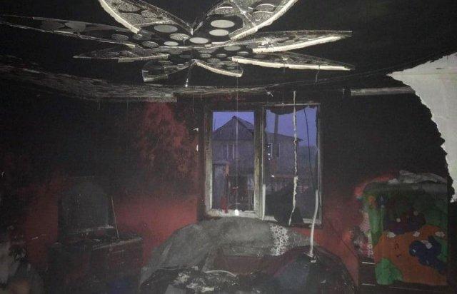 Намагались зігрітись: на Ужгородщині діти ледь не спалили будинок (ФОТО), фото-1
