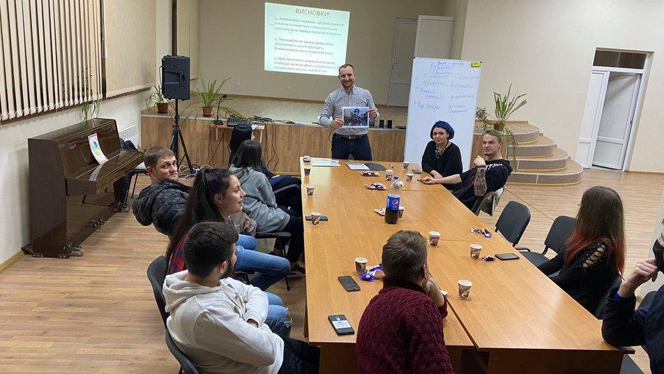 """Про вагітність, стосунки та відповідальність батьківства: у Мукачеві запрацювала """"Школа подружнього життя"""", фото-1"""