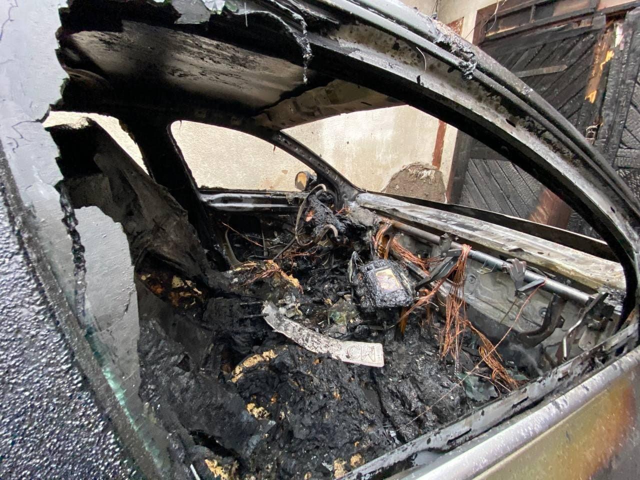 В Ужгороді зранку палали два автомобілі (ФОТО), фото-1