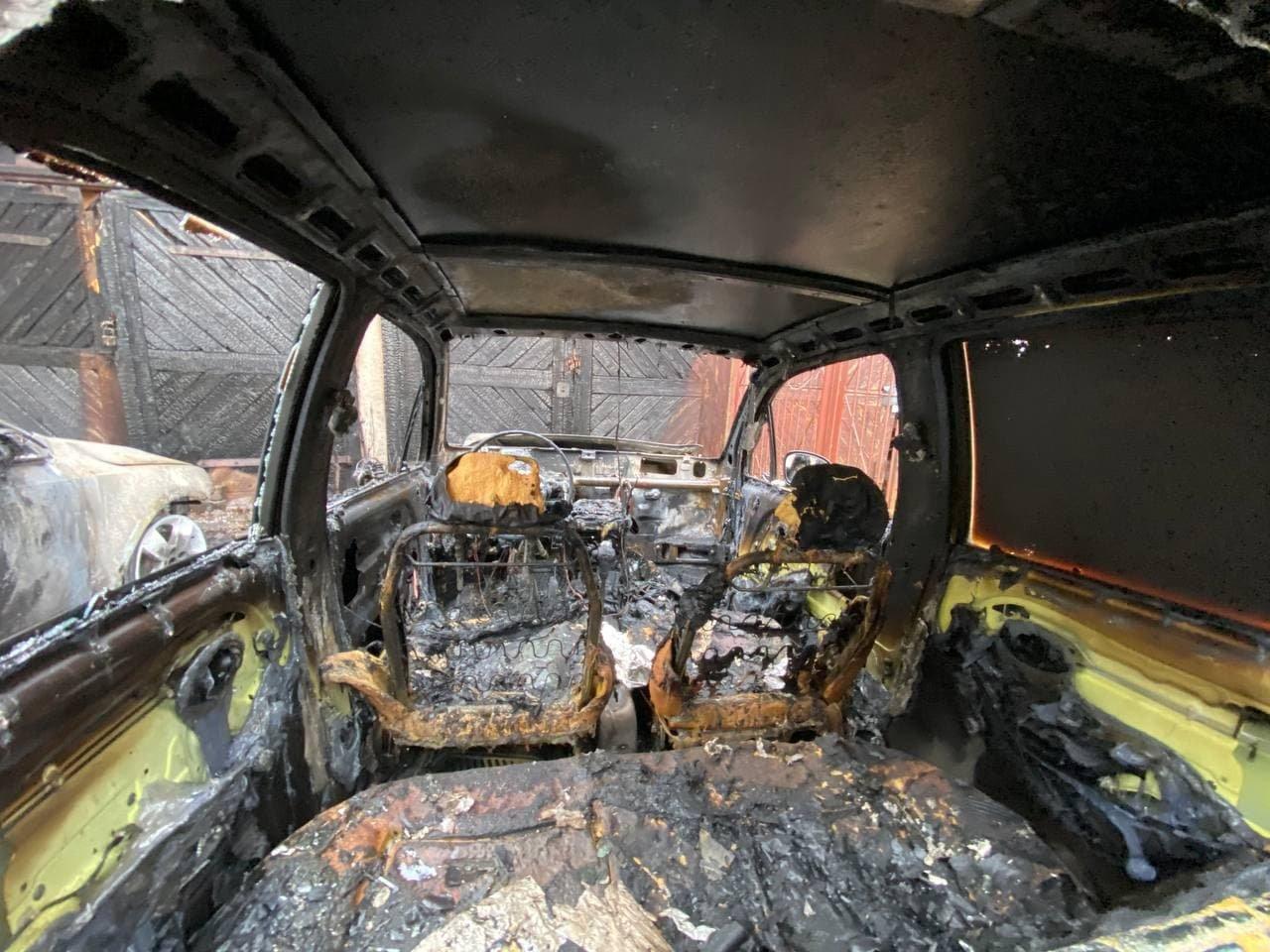 В Ужгороді зранку палали два автомобілі (ФОТО), фото-2