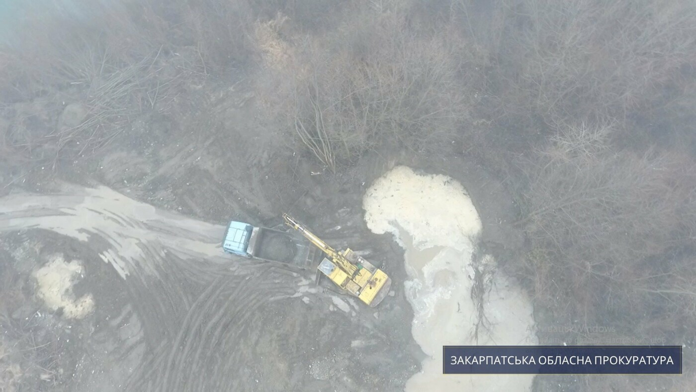 На Тячівщині підприємець незаконно видобував гравій: сума збитків становить 10 млн грн (ФОТО), фото-1