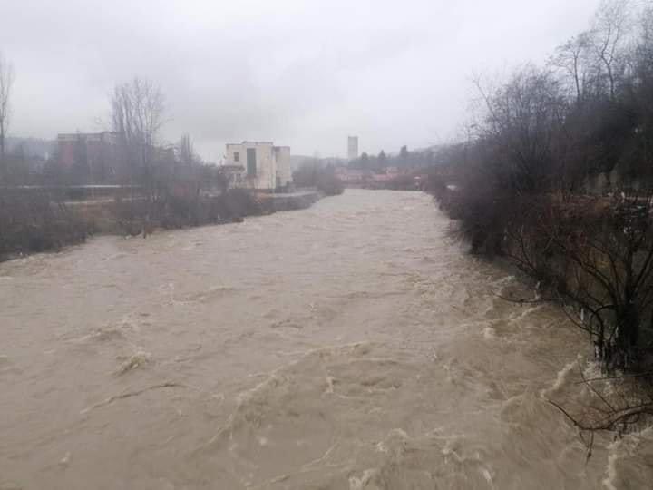 Людей просять евакуюватися: у Румунії рясні дощі спровокували паводки (ФОТО), фото-1