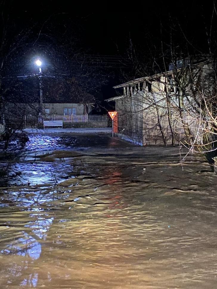 Людей просять евакуюватися: у Румунії рясні дощі спровокували паводки (ФОТО), фото-2