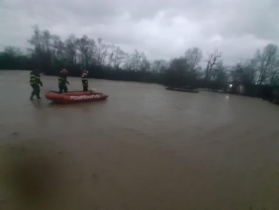 Людей просять евакуюватися: у Румунії рясні дощі спровокували паводки (ФОТО), фото-3