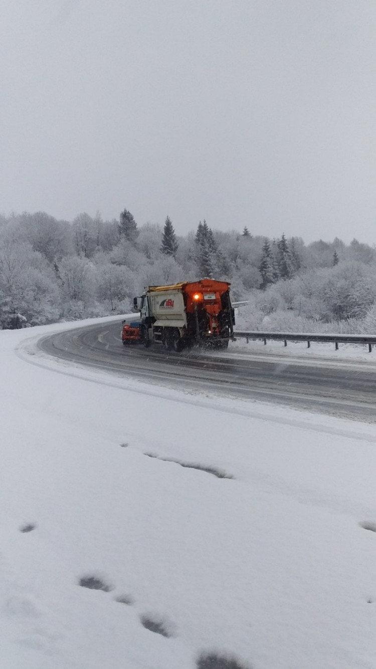 На дороги Карпат виїхала снігоприбиральна техніка (ФОТО), фото-2