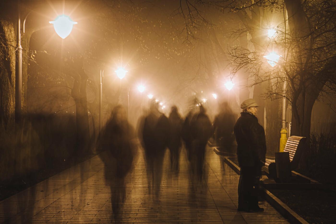 Оповитий туманом: в мережі показали світлини вечірнього Ужгорода (ФОТО), фото-1