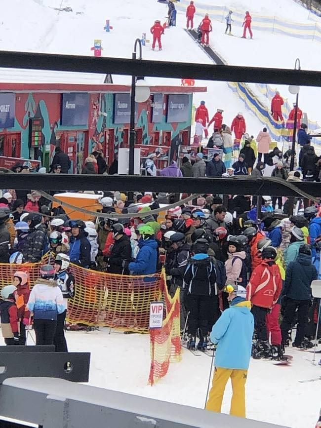 Ажіотаж на лижному курорті: на свята закарпатці вирушили в Буковель (ФОТО, ВІДЕО), фото-1
