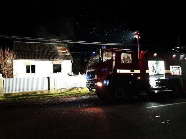 На Закарпатті вогнеборці рятували від вогню житловий будинок (ФОТО)  , фото-1