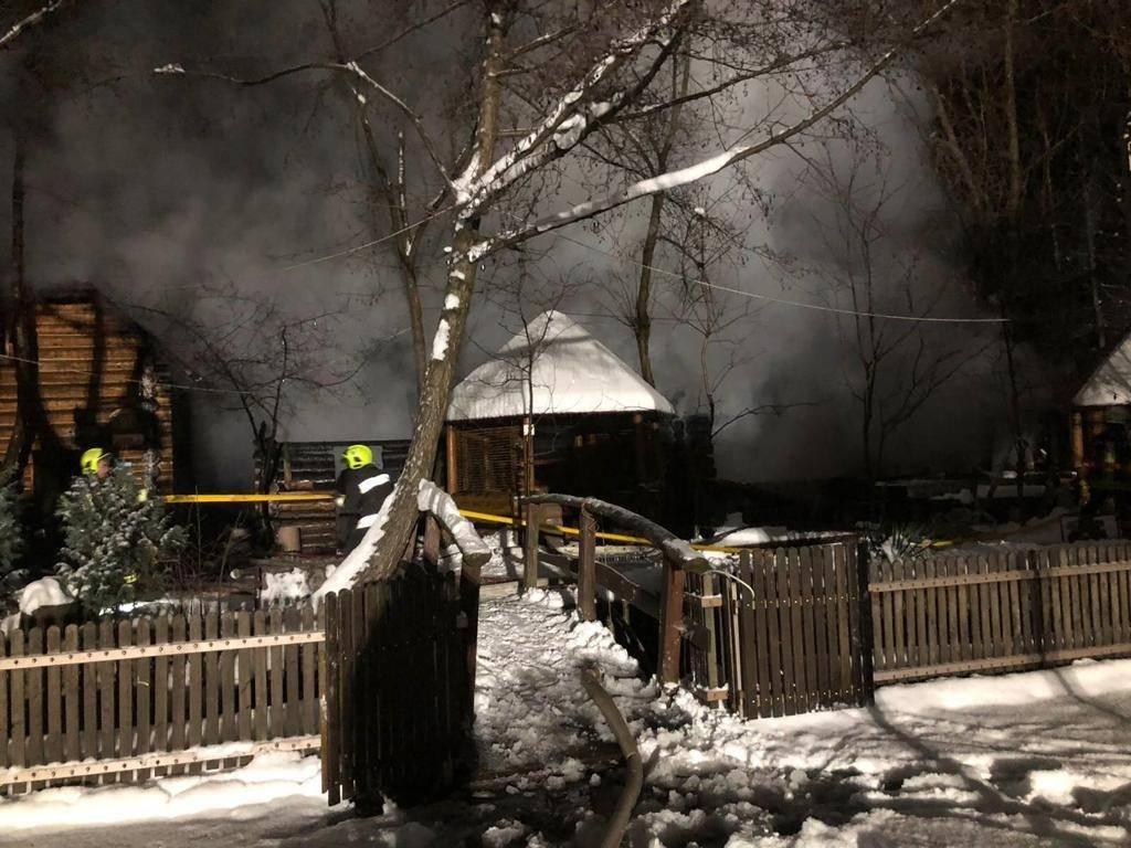 Пожежа на Закарпатті: на Тячівщині горіла база відпочинку (ФОТО), фото-1