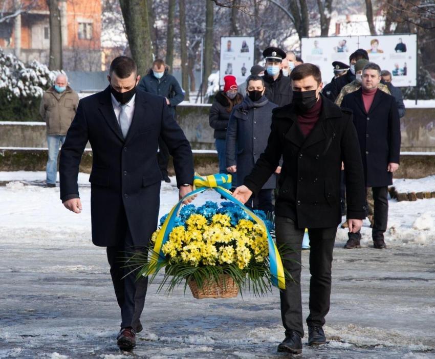 Закарпатці вшанували хвилиною мовчання кожного Героя Небесної Сотні (ФОТО), фото-1