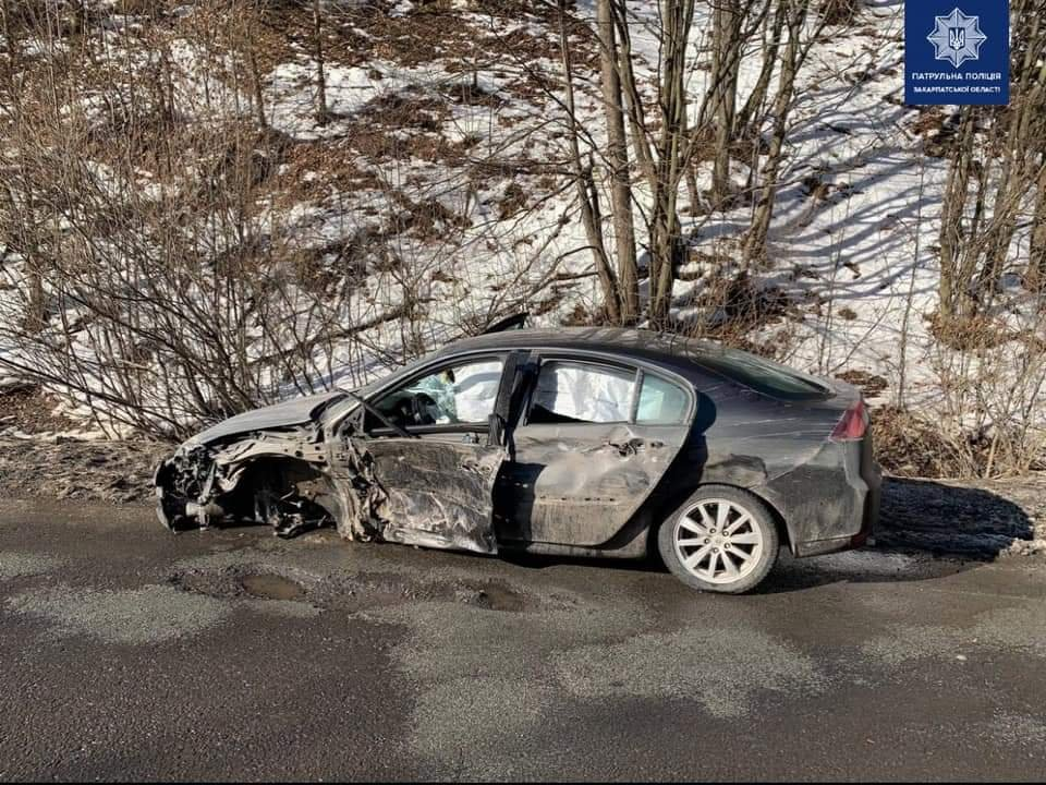 На Закарпатті п'яний водій зіштовхнувся з вантажівкою (ФОТО), фото-1