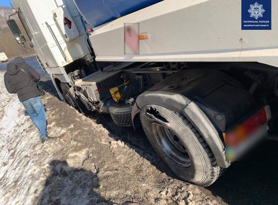 На Закарпатті п'яний водій зіштовхнувся з вантажівкою (ФОТО), фото-2