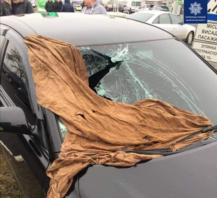 Біля Ужгорода внаслідок зіткнення двох автомобілів збили пішохода (ФОТО), фото-2