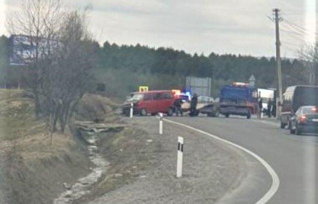 На Берегівщині мікроавтобус опинився в кюветі (ФОТО), фото-1