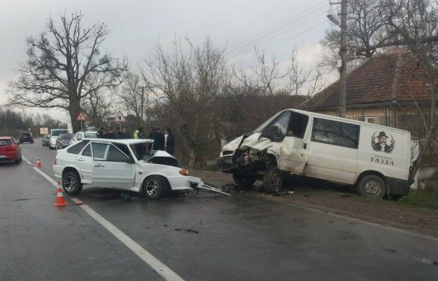 На Берегівщині зіткнулися лековик та мікроавтобус (ФОТО), фото-1