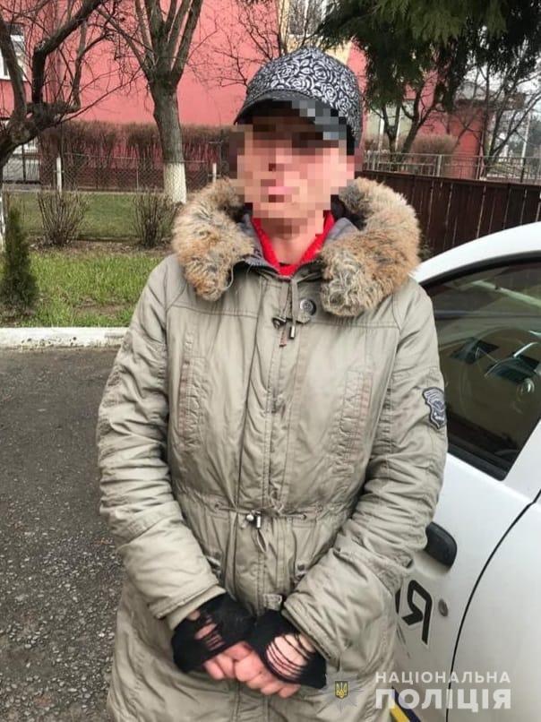 В Ужгороді поліція затримала жінку, яка, представляючись соціальним працівником, обкрадала пенсіонерів (ФОТО), фото-1