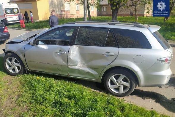 ДТП в Ужгороді: водій авто Hyundai зіштовхнувся з автомобілем Mazda, фото-3