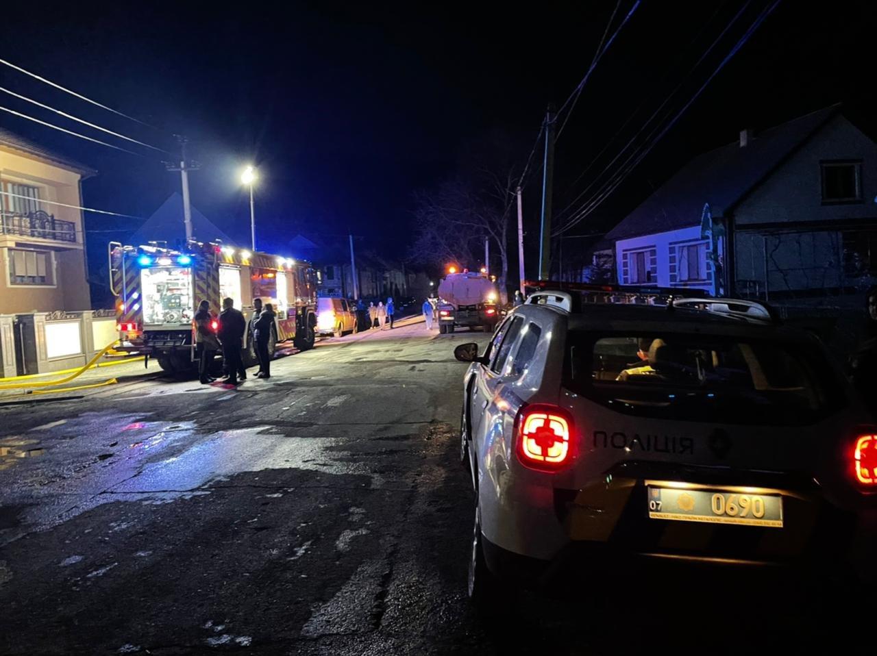 На Закарпатті вогнеборці врятували від знищення два житлові будинки, фото-1