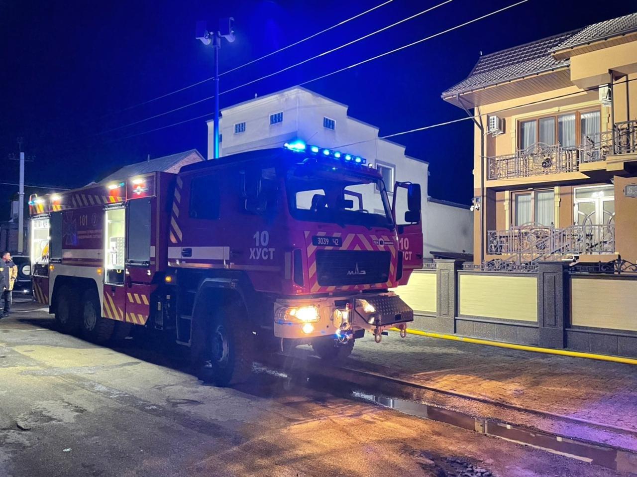 На Закарпатті вогнеборці врятували від знищення два житлові будинки, фото-2