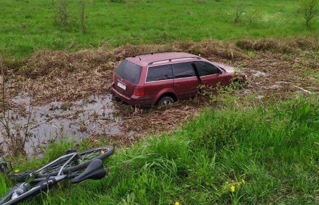 Злетів з дороги у канаву:  на Мукачівщині сталась ДТП (ФОТО), фото-1
