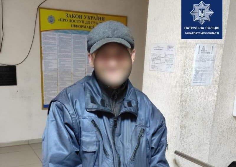 Зривав тюльпани на клумбі: в Ужгороді затримали чоловіка, який псував благоустрій міста (ФОТО), фото-2