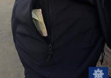 В Ужгороді чоловік пропонував патрульним 200 гривень хабаря (ФОТО), фото-1