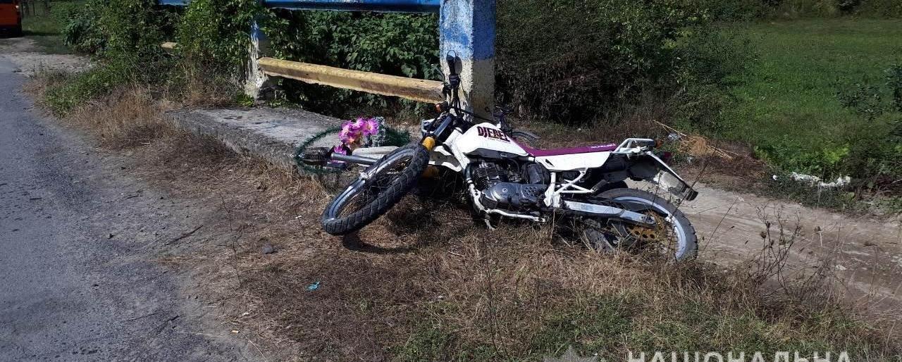 Біля Сваляви мотоцикліст на шаленій швидкості влетів у бордюр: чоловіка доставили в реанімацію (ФОТО)